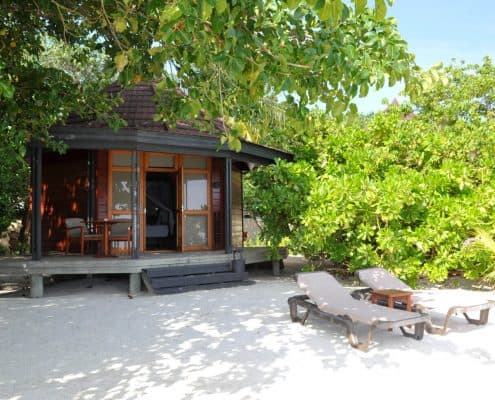 Komandoo Island Resort & Spa Beach Villa Aussen