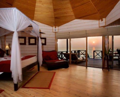 Komandoo Island Resort & Spa Jacuzzi Water Villa Innen