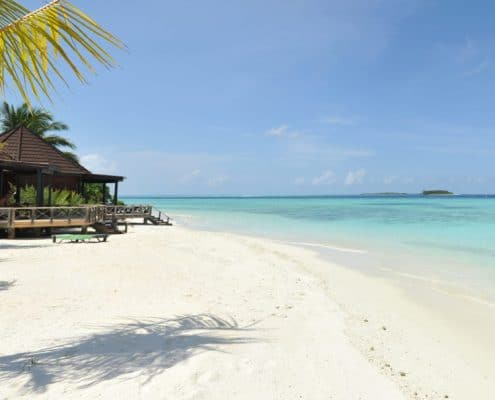 Komandoo Island Resort & Spa Palmenstrand