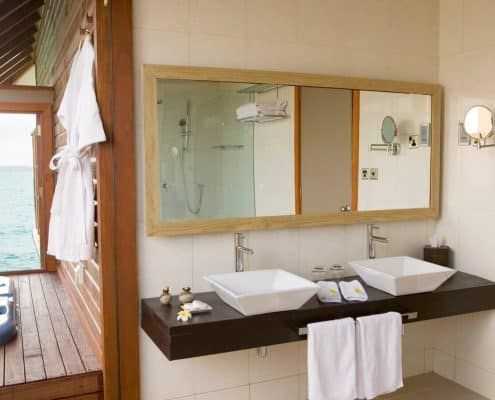 Veligandu Island Resort & Spa Jacuzzi Water Villa