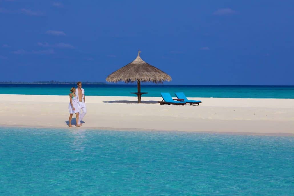 Kuredu Island Resort Malediven Strand Liegen
